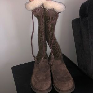 Cardi/suede ugg boots